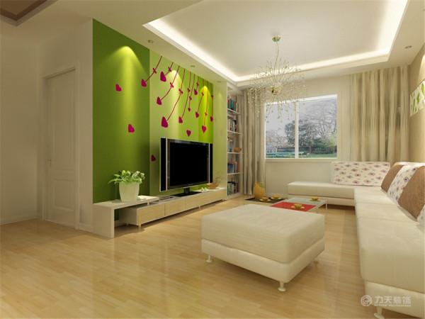 电视背景墙很清新,是以绿色层次递进,加以紫色桃心装饰,自然唯美。边上是个小书架,方便储存物品。客餐厅的地板是木地板,实用又脚感好。
