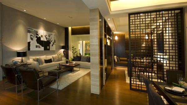 利用硬性的墙面装饰与白色的顶部及软装配饰相结合,形成鲜明的对比,这种强烈的撞色往往能给人以温馨祥和及安全感。