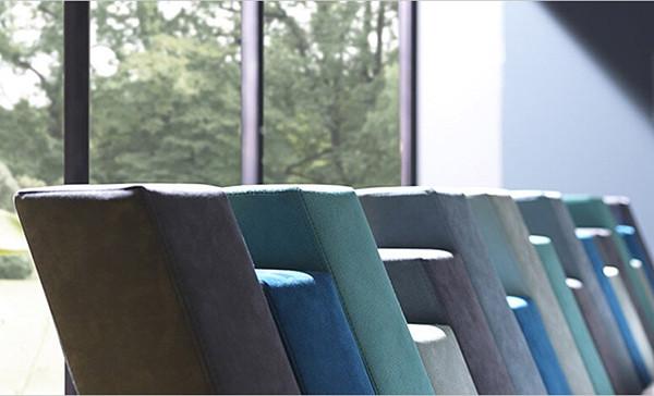 Bolzan Letti Cubed的床具,其设计灵感来源于积木,锯齿状的边缘,不可预知的重复,这张床仿佛是由很多条参差不齐的粗线条所组成,流畅的线条平整简单地铺成了双人大床的形式。