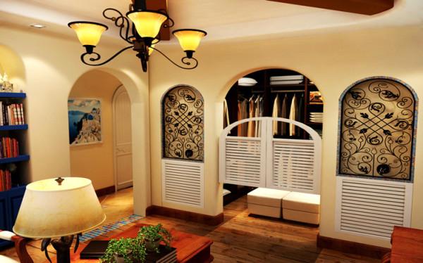 书房的对面是衣帽间的位置,设计师大胆的做了敞开式衣帽间,牛仔门的加入,和两边拱型铁艺的窗子。显得唯美,独特。 情迷地中海
