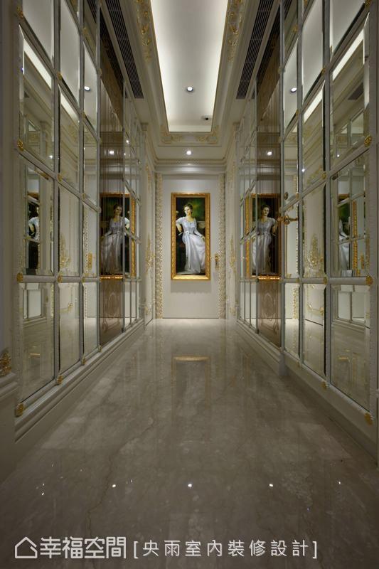 宛如「镜厅」的动人奢华,伫挂于廊道底端的仕女图,与空间优雅的氛围相互辉映。