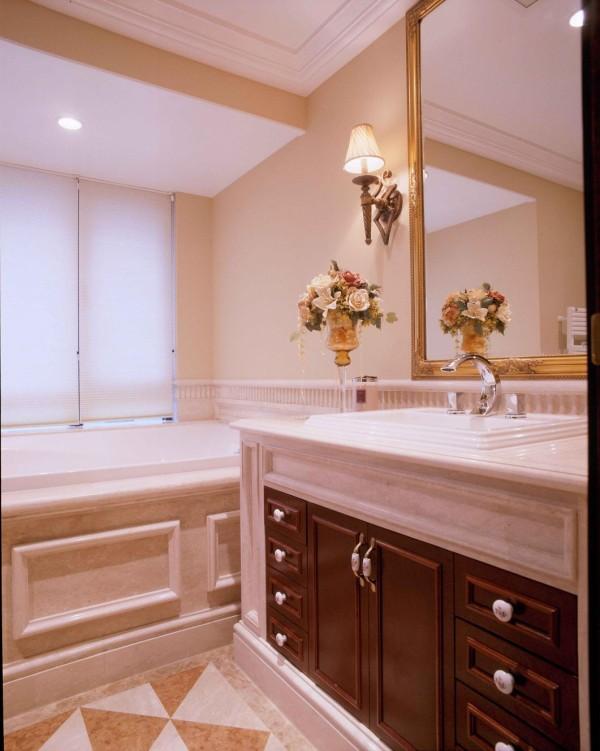 卫生间的设计基本上以方便、安全、易于清洗及美观得体为主。由于卫生间的水气很重,内部装潢用料必须以防水材料为主。