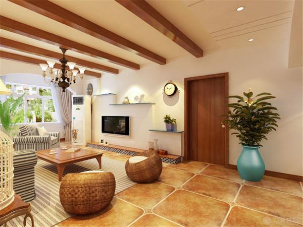 在室内,窗帘、沙发套均以素雅的竖条图案为主要风格。爬藤类植物为装饰居家植物。