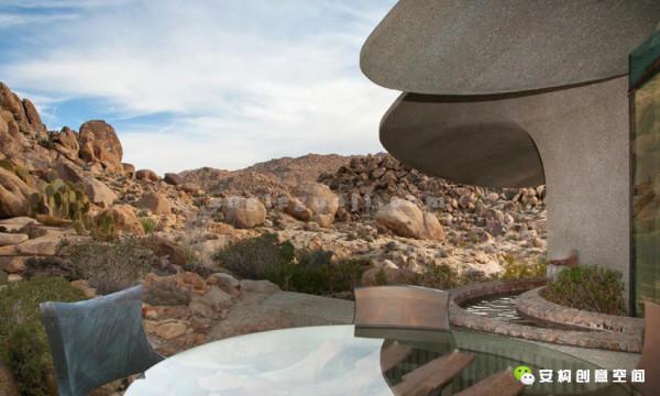 肯德里克刘海凯洛格于1934年生于美国的圣地亚哥,其家族拥有强大的建筑师体系,曾祖父是美国的景观设计之父。