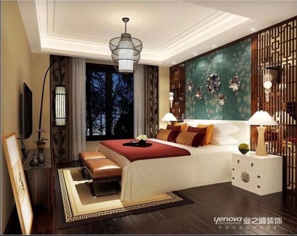 卧室最抢眼的莫过于这款铁艺灯饰,和床头背景的点缀,在卧室的装修中起到一种点睛之笔。采用传统的经典黑色让整个卧室的色彩有一定的沉重感,睡觉的时候也很有安全感,同时有带有清新淡雅的色彩作为点缀。