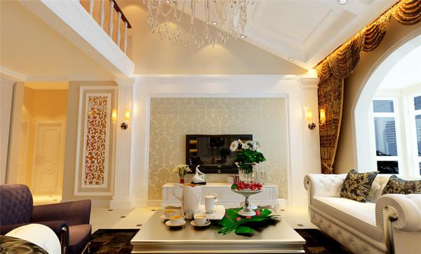 此案例定位为简欧风格,与中国传统风格一样,也用了对称的方式来体现欧式的庄重与大气。客厅的电视背景墙采用欧式元素造型,