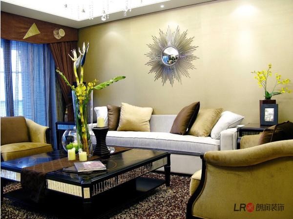 色彩的运用对室内装饰的影响可以说也有举足轻重的地步, 强调以华丽、浓烈的色彩配以精美的造型达到雍容华贵的装饰效果,改变日常生活风格、内涵和标准。