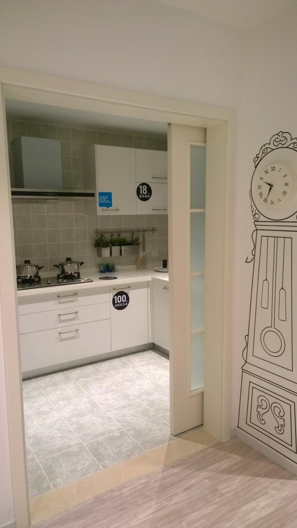 精心设计,布置合理的空间让你变得更加轻松愉快,置身其中干净清爽