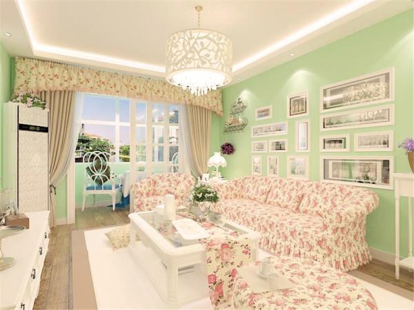 绿色清新的墙面配以海边的挂画,加上碎花 的床,一种回归自然之感。白色的衣柜增加储物空间。碎花的影视墙加白色砖 墙加以装饰。很清新。