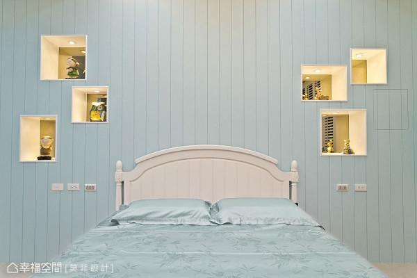 床头墙上,布局入不对称错落的趣味镜柜,一格、一景投射着生活中的每段记忆。