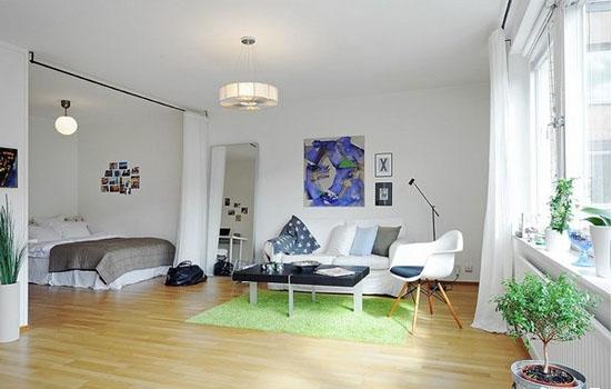 整个空间是以单间配套的形式,因此在卧室和客厅的中间采用的是拉帘作为区分功能的布置,显得简单、轻盈美观,通透。让整个空间更加的宽敞。