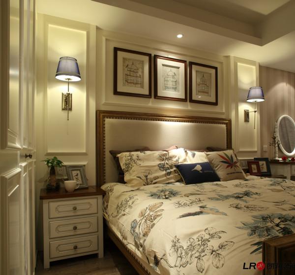选材上也多取舒适、柔性、温馨的材质组合,可以有效地建立起一种温情暖意的家庭氛围,