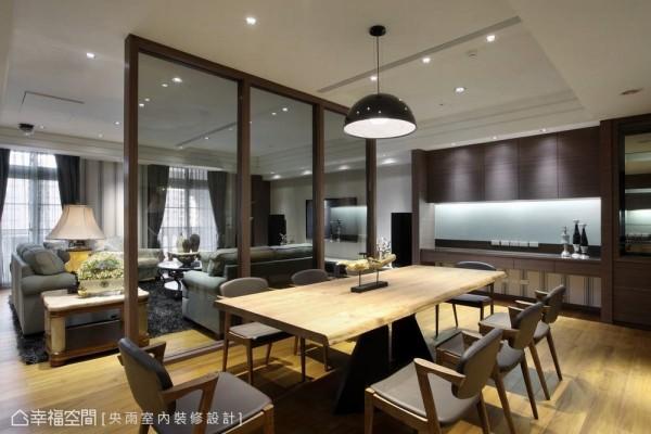 提供办公及休闲两种待客表情,完整的视听及茶水收纳机能,宛如一个家的生活空间。