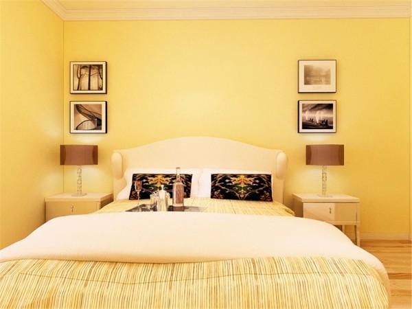 客厅与餐厅是整个在一个空间的格局。四白落地,简约而不简单。中间走廊与餐厅相通,进行了部分统一。将沙发放在客厅中间,可以使空间跟有通向性,卧室简单黄色乳胶漆,与客厅统一。