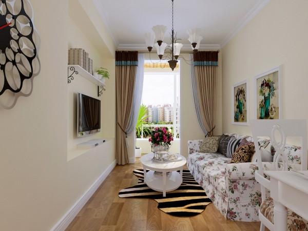 整个墙面刷淡黄色乳胶漆,地面铺栗色的木地板,客厅吊顶则以简单的石膏线圈边,没有过多的修饰,但整个空间显得简洁,明亮,电视背景墙则是向内凹240mm,,简单但不乏时尚感,阳台顶面的桑拿板也十分贴近自然