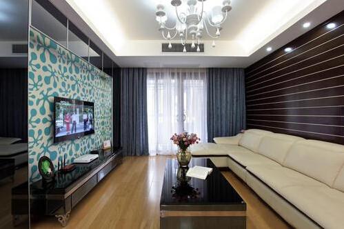 无论房间多大,一定要显得宽敞。不需要繁琐的装潢和过多家具,在装饰与布置中最大限度的体现空间与家具的整体协调。造型方面多采用几何结构,这就是现代简约主义时尚风格。