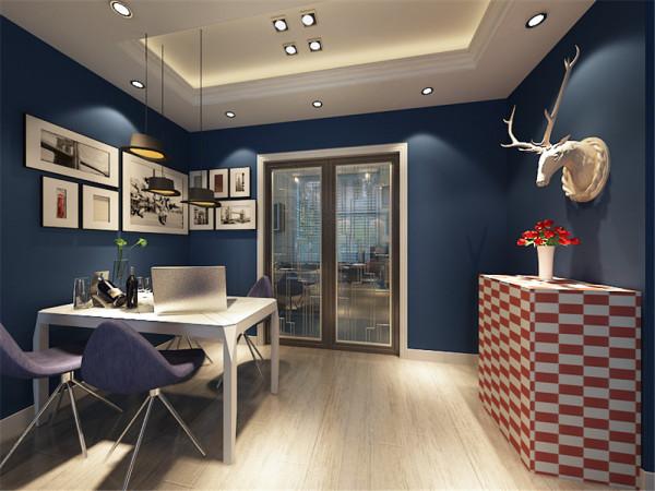 案中的客厅餐厅及其卧室充满了英国米字旗的元素,墙壁都是国旗的蓝色,家具有国旗中的红色。家具中主要的材料是黑色的橡木,都是存手工制作,很多镂空的米字旗图案充满了英国的元素。