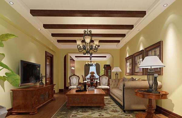 客厅墙面涂刮环保材料硅藻泥,浅黄色的墙面搭配顶子木梁,休闲气息铺面而来。深褐色地板及美式乡村大沙发等家具,显得稳重,朴实