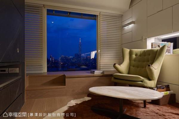 结合足量收纳在内的卧榻规划,在夜幕低垂时分,能够在家独自静览美景,暂时忘却忙碌喧嚣以及俗务叨扰。