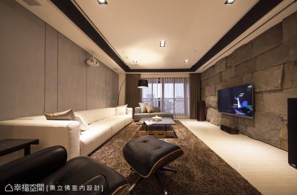 客厅的沙发背墙以灰色特殊漆铺陈,让家俬及软件成为主角,凝聚深厚的空间情感。