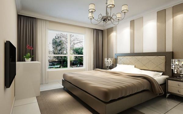 从床头墙面硬包到床头造型再到地毯由浅到深的色彩变化增加空间的层次感又不失典雅的韵味。造型简单的深色窗帘与白色的窗纱搭配,让进入房间的阳关也过滤出生机。主卧在温馨舒适的同时又不失现代时尚的风情。
