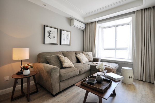客厅的私密感十足,窝在沙发上看看电视,睡个下午觉,闲暇时泡一壶普洱,浓浓茶香弥漫四周!