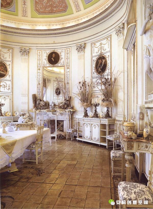 意大利风格充分发挥柱式体系优势,将柱式与穹窿、拱门、墙界面有机地结合。