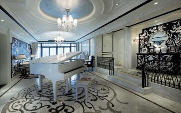 设计理念:地面的拼花处理,顶面的造型配合,搭配墙面的配饰,古典风蔓延其中。