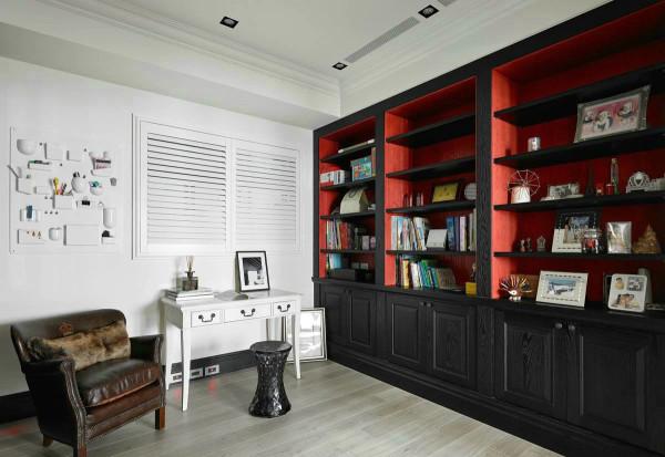 书房:书房以简约合理利用空间,墙壁利用,储存工具来呈装日用东西