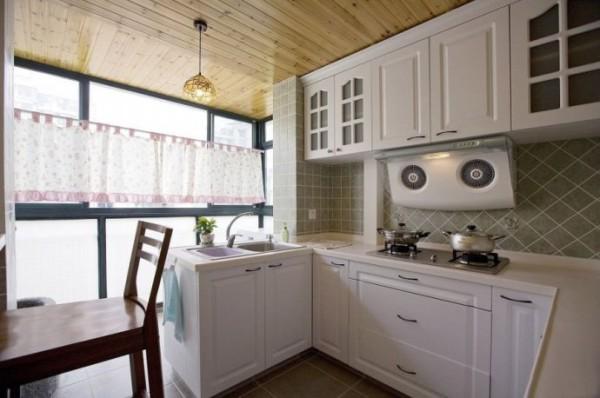 典型的欧式田园厨房装修。