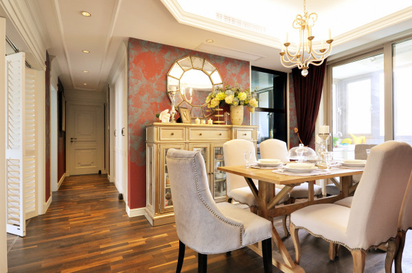 不管是客厅 餐厅 书房 ......整个空间墙面的装饰形式在不同空间内拥有着呼应的元素,让人感觉更加整体有序。而每一处, 每一角,柜 椅 灯和其他装饰品的搭配虽形式各异,但却都别致有型,个性十足!