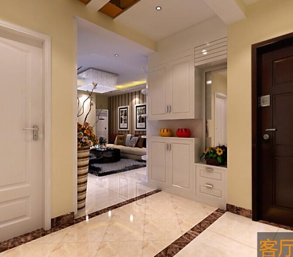 通顶的鞋柜更具实用性,白色的鞋柜和室内门颜色相近,融为一体。