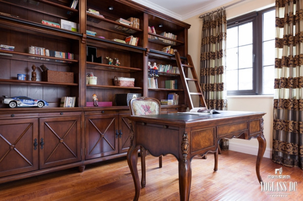 该别墅设计案例的另一个特点是划分出单独的书房区和阅读区,优化了使用者不同的使用需求。