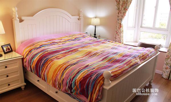 卧室  床箱两边做了抽屉,增加储物空间