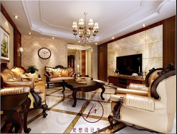 原本户型客厅电视背景墙尺寸不长,设计师利用卧室门的位置设计了隐形门造型,并用大理石做背景,大气