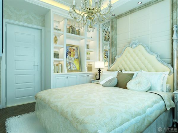 床头背景墙中间是软包图片