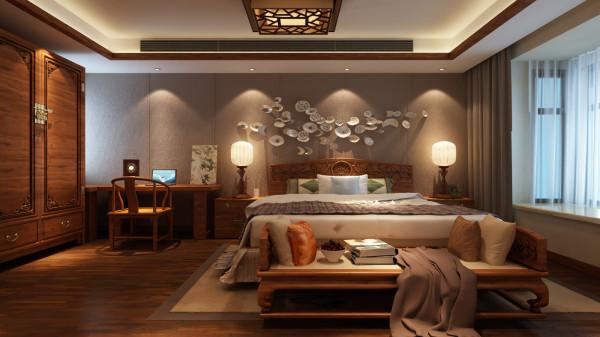 主卧套房内,由睡眠区至梳妆区,再到洗浴区,功能和性能都完美地结合在一起,主卧光线极好,加上背景墙的装饰,更增加了舒适度和休闲感。整个空间构成含蓄,秀气,依然,朴实,清新的空间主调,透着淡淡的怀旧气氛。