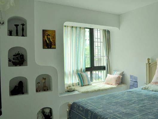 地中海风格的居室中,墙面的装饰效果通常不是那种直来直去的,而是看似随意,比较自然的装饰手法,因而无论是家具还是建筑,都形成一种独特的浑圆造型。