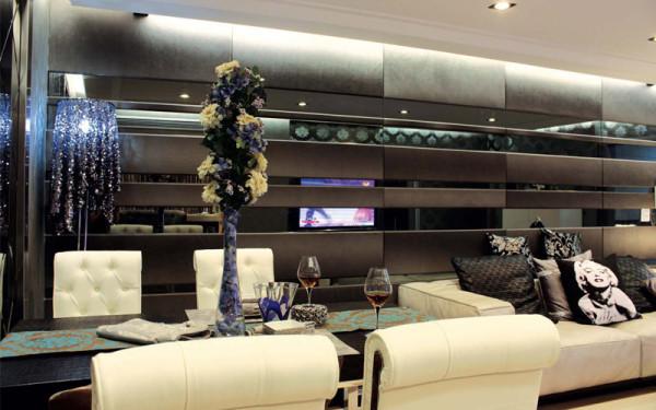 新古典设计讲求风格,用简化的手法、现代的材料和加工技术去追求传统样式的大致 轮廓特点;注重装饰效果,用室内陈设品来增强历史文脉特色。