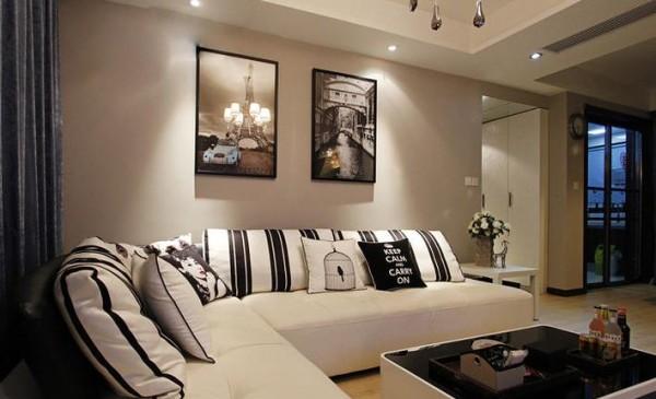 客厅挂画和沙发