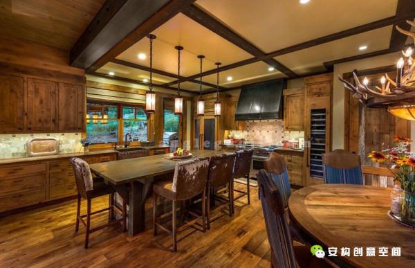 为了制造出房子真实而淳朴的感觉,这里的装饰材料绝大部分都使用木材。这种环保的可被再次利用的材料,泛着自然的光泽,让整个房间看上就像是个牧场居所。