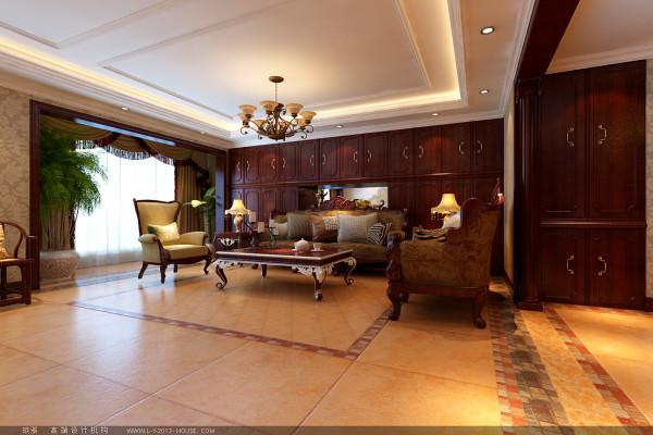 """设计理念:""""沉醉奢华""""是典型的古典欧式风格,这种风格的特点是典雅华贵,具有浓厚的文化气息。而且客厅在配饰上,金黄色和红木的配饰衬托出古典家具的高贵与优雅。"""