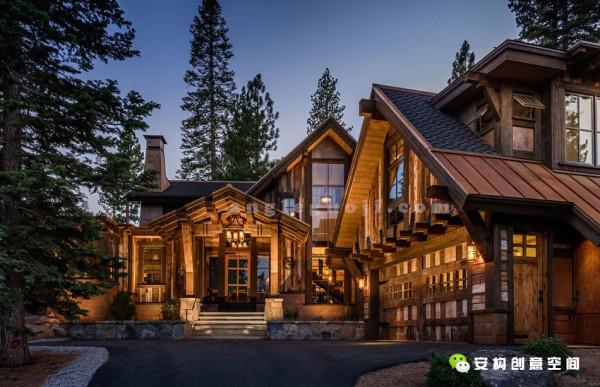 房子的外面那宽大的玻璃幕墙,与屋外美丽的自然风光恰当的结合在一起,就像一幅迷人的风景画。