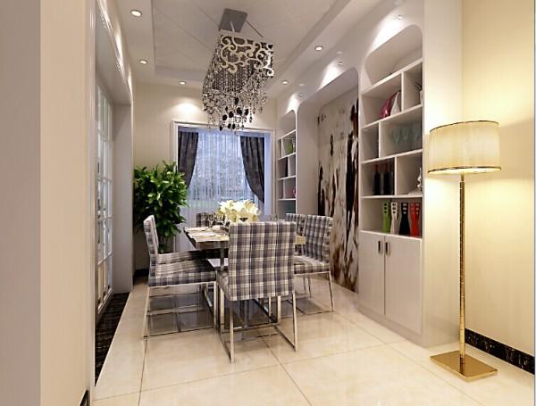 餐厅是一个单独的空间,两排的储物柜作为背景墙,增加了餐厅的实用性。