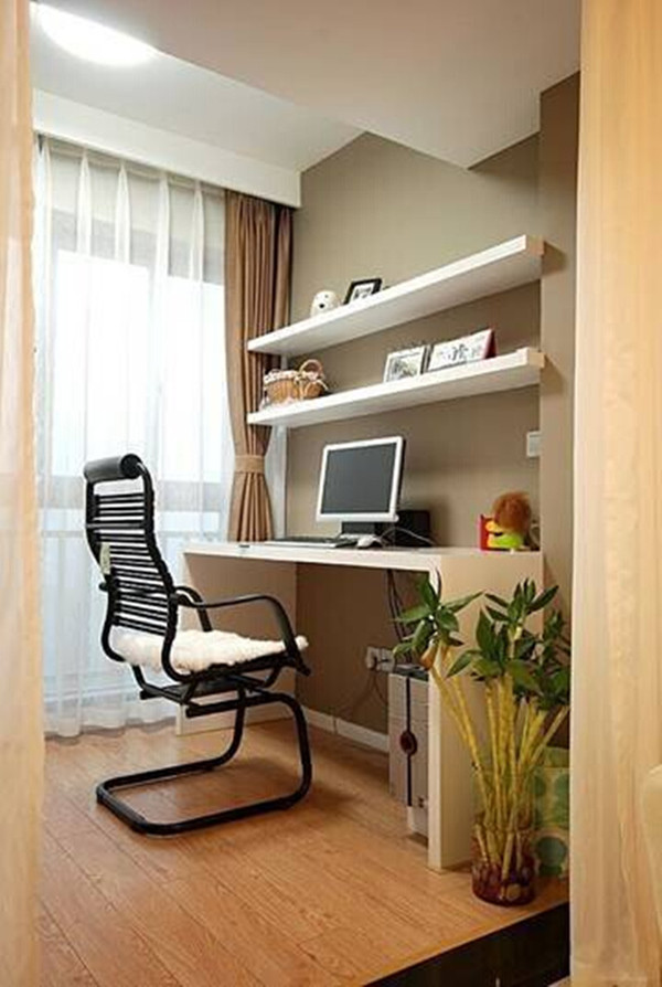 4、书房 如今房价越来越贵,空间越来越小,用十几平方米的地方来晾晒衣服甚至显得过于奢侈。将晾晒衣服的地方眼神到阳台以外,将阳台改造惬意的书房空间。