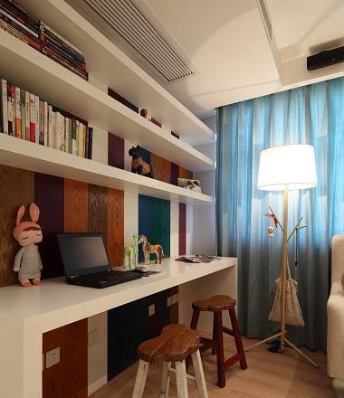 客厅内的小书房
