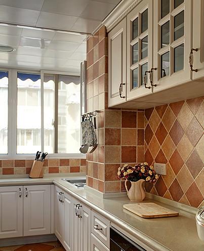 厨房也用的马赛克样式 小花边的样式