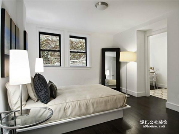 大方时尚、简洁明了的白色背景墙,壁画的装饰使卧室不再单调