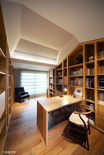 白墙染上木的温润、书的气息,自然编织出人文氛围。