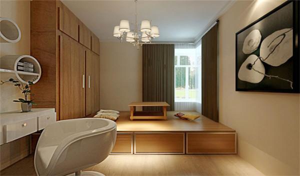 书房做成一个日式的榻榻米,整个房间的储物功能是很强的。业主也是强调出真整个空间储物。